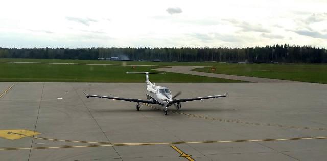 Samolot z Austrii na lotnisku Krywlany w Białymstoku