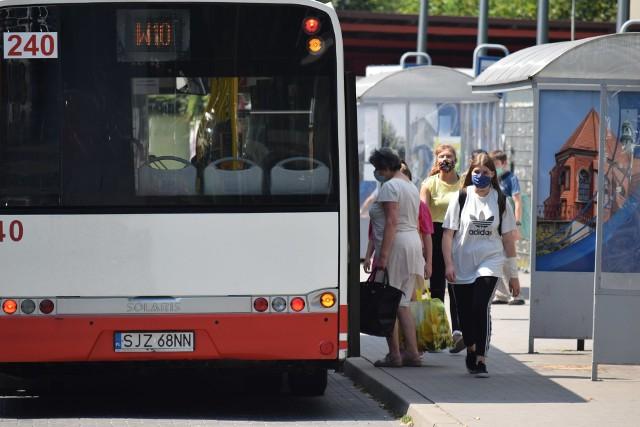 Pierwszy dzień czerwonej strefy w Wodzisławiu Śl. Czy wodzisławianie zakrywają usta i nos?Zobacz kolejne zdjęcia. Przesuwaj zdjęcia w prawo - naciśnij strzałkę lub przycisk NASTĘPNE