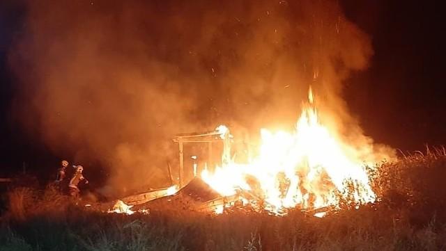 Ostatnie pożary starych budynków w gminie budzą niepokój strażaków. Czy to podpalacz?