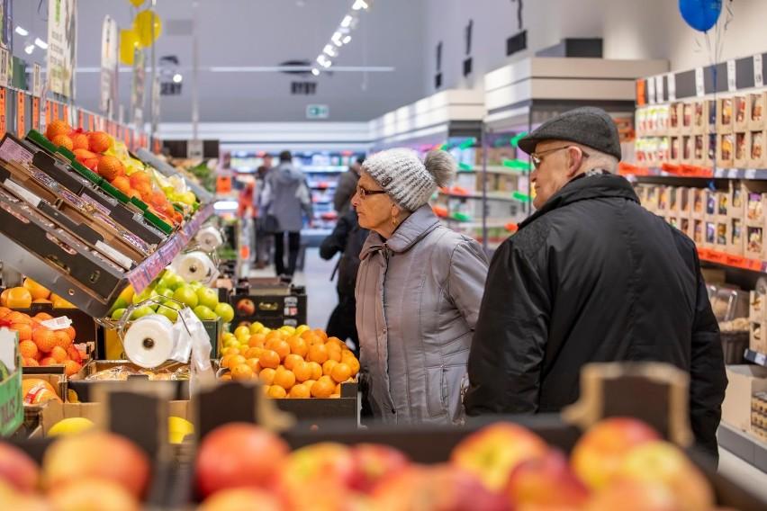 Od stycznia do marca nowego roku 7 proc. pracodawców z sektora handlu detalicznego i hurtowego zamierza zwiększać liczbę etatów, a 3 proc. planuje redukcję kadr.