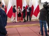 Pan Leszek oddał 99 litrów krwi, pani Ela 44. Odznaczenia Honorowych Dawców Krwi dla 17 mieszkańców Podkarpacia
