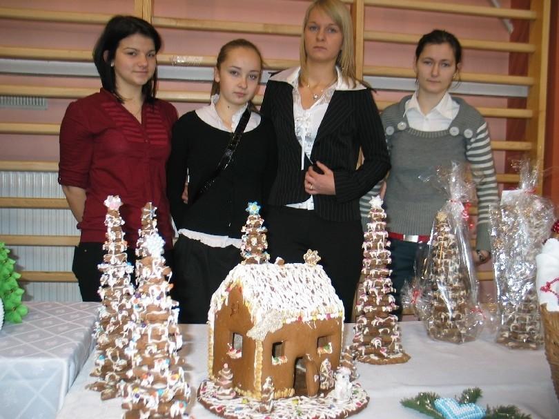 Cuda z piernika zrobiły m.in. Martyna, Dominika, Anna i Klaudia