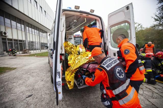 """Ataki na niosących pomoc ratowników medycznych to smutny """"standard"""" ich pracy (zdjęcie poglądowe)."""