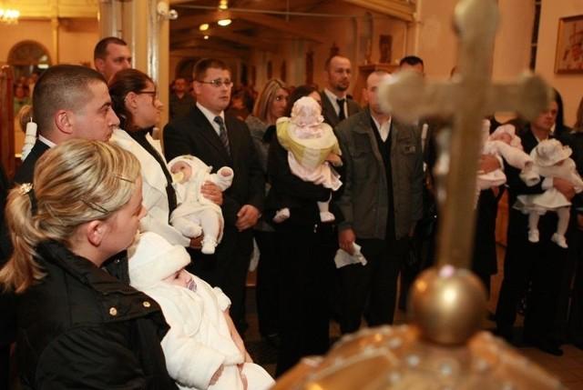 Uroczystość chrztu w kościele Najświętszego Serca Jezusowego w Słupsku.
