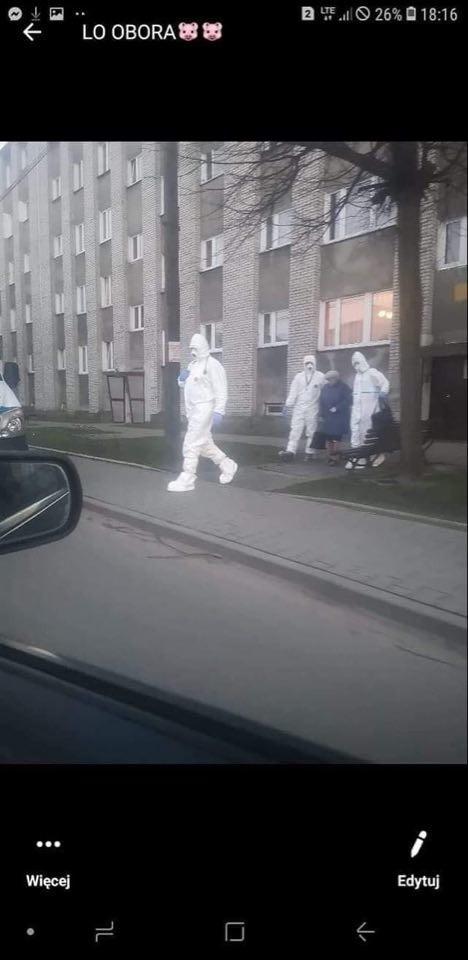 Coraz częstszy widok na ulicach - koluszkowianie zabierani na badania do Łodzi lub Zgierza.
