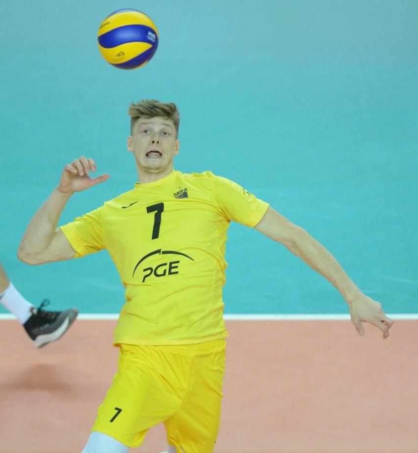 Jakub Kochanowski (24 lata)...