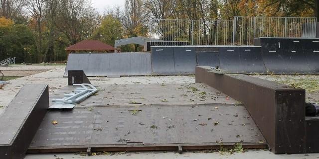 Skate park w Wąbrzeźnie jest jeszcze oficjalnie zamknięty, a już cieszy się sporym zainteresowaniem