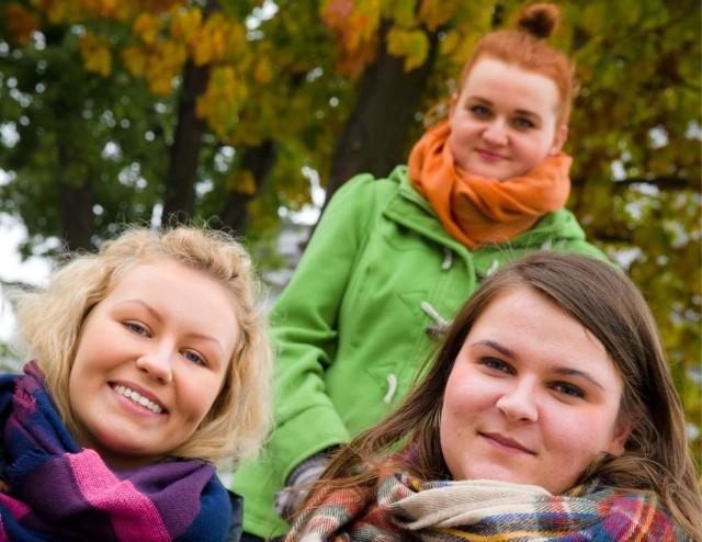 Ula (z lewej), Wioletta i Emilia (stoi) w tym roku kończą studia. Pracę w ESN zamierzają wpisać sobie do CV