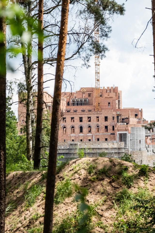 W Stobnicy powstaje ogromny zamek
