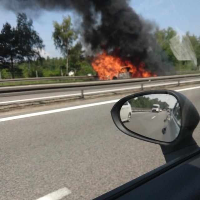 Pożar samochodu na Obwodnicy Trójmiasta w piątek, 12.06.2020 r.