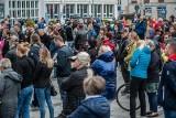 """Koronawirus: Protest przeciw rygorom. W Koszalinie żądali zakończenia """"PLANdemii"""" [ZDJĘCIA]"""