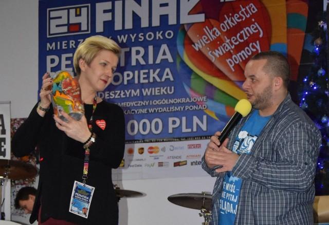 Agnieszka Stolarow podczas ostatniego finał WOŚP w Ostrołęce. Na zdjęciu z prowadzącym imprezę Staszkiem Orłowskim
