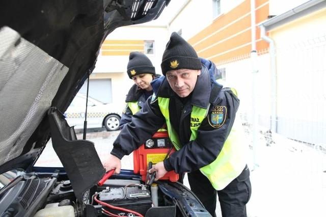 Już poprzedniej zimy strażnicy zaczęli pomagać kierowcom. Ta akcja bardzo podoba się opolanom.