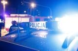 Wypadek na DK 61. Ford uderzył w przepust. Cała rodzina w szpitalu