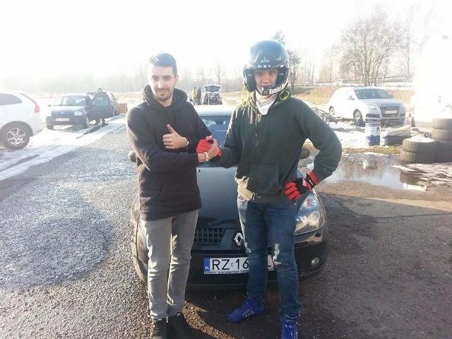 Marcin Wrona (z prawej): - Jeszcze dużo nauki przede mną. Nie miałem dotąd okazji jechać autem z podtrzymaniem turbiny.