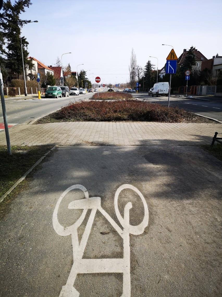 Wraz z budową nowych ścieżek rowerowych przebudowane...