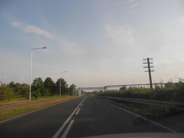 Wzdłuż drogi stanęło 85 latarni.