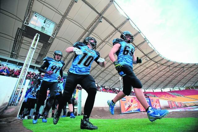 O atmosferę na meczach Panthers Wrocław dba wiele osób. Wśród nich są uwielbiane przez dzieci klubowe maskotki Miaurycy i Miaugosia oraz klub prowadzący doping kibica Panthers Nation