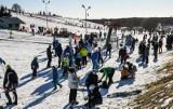 Śnieżne szaleństwo. Narciarze i snowboardziści na stoku w Myślęcinku [zdjęcia]