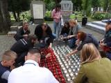 Światło Pamięci Niezwyciężonym. Na Cmentarzu Wojskowym zapłonęło ponad 600 zniczy