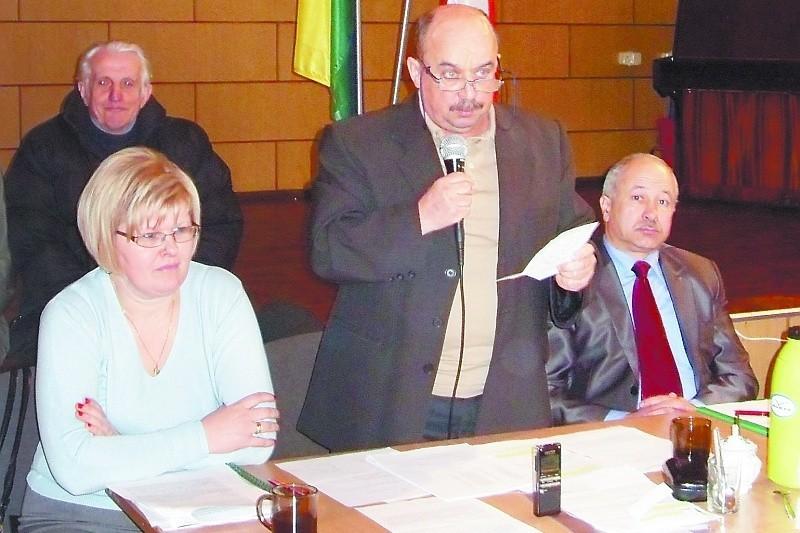 – Brak uzasadnienia to błąd formalno-prawny – tłumaczy Jacek Bieńczyk, przewodniczący Rady Gminy Piątnica ( na zdj. w środku). – Nie będziemy głosować!