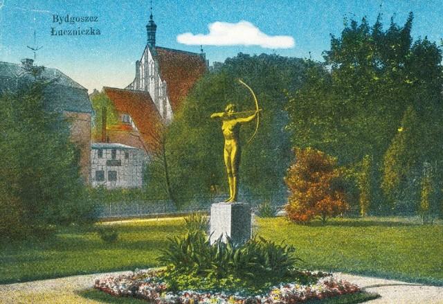 Pocztówki z Łuczniczką, Starym Rynkiem, Spichrzami, fontanną Potop i ulicą Jatki mają nadrukowane specjalne znaczki ważne do lipca przyszłego roku. Wystarczy je wypisać i wrzucić do skrzynki.