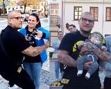 Niesamowite! Popek grał na ulicy w Sandomierzu, żeby pomóc naszemu Bartusiowi. Wydarzyła się tu magiczna historia! (ZDJĘCIA, WIDEO)
