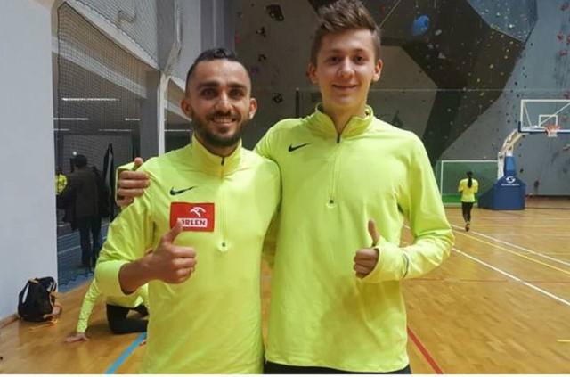 Mateusz Borkowski (z prawej), wychowanek LKB Rudnik, był w świetnym humorze po biegu w Toruniu, w którym poprawił rekord życiowy. Z lewej czołowy biegacz Europy Adam Kszczot