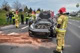 Wypadek porsche i mercedesa w Lesznie. Rozbite dwa luksusowe auta [ZDJĘCIA]
