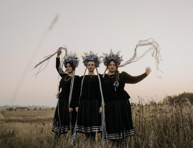 """Na swej nowej płycie """"Półmrok"""" grupa Tulia prezentuje bogatsze brzmienie"""