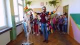 """Ostrów. Szkoła Podstawowa nr 4 laureatem konkursu """"Podwórko Nivea""""! Zdjęcia i wideo"""