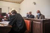 Mowy końcowe w procesie trzech oskarżonych o zrzucenie z cokołu figury ks. Henryka Jankowskiego. Proces odroczony do 28 września