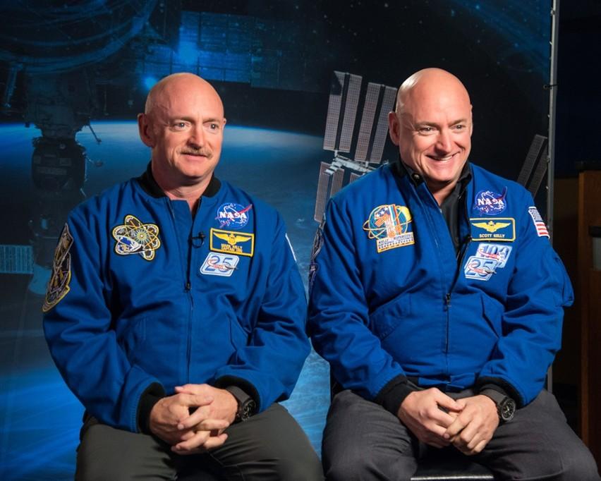 Astronauci Scott i Mark Kelly – bracia bliźniacy umożliwili naukowcom porównanie, w jaki sposób ludzkie ciało zmienia się w przestrzeni kosmicznej.