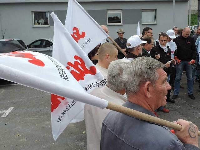 Migawka z ubiegłorocznej manifestacji pod siedzibą IKS Solino w Inowrocławiu