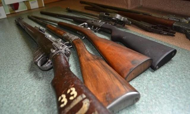 Zabezpieczona broń wzorowana jest na konstrukcjach z XIX wieku.