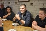 """Artur Dziambor zjawił się w restauracji Stary Spichlerz w Sierakowicach: """"Uważam, że wszystko się powinno otworzyć!"""""""