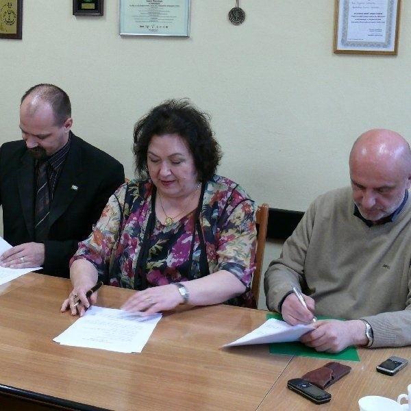 Wczoraj władze Koronowa podpisały umowę z bydgoska  firmą Bet-Pol