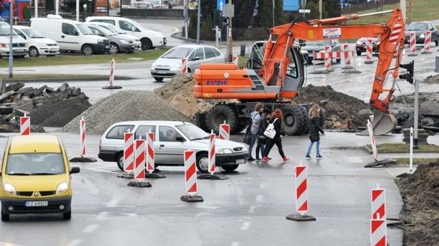 Kierowcy skarżą się na duże korki na rondzie PCK