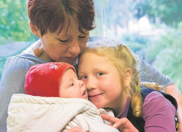 Dzień, w którym pani Ewie odebrano córkę Weronikę, był najgorszym w jej życiu, ale przełomowym. Rzuciła picie i zawalczyła o rodzinę. Dziś jest szczęśliwą mamą dwójki zuchów. Filipek ma trzy miesiące.