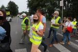 Blokowali ulicę Strykowską w Łodzi. Protest mieszkańców przeciw zmianom w planie zagospodarowania: nie chcą zamiany ich działek na rolnicze