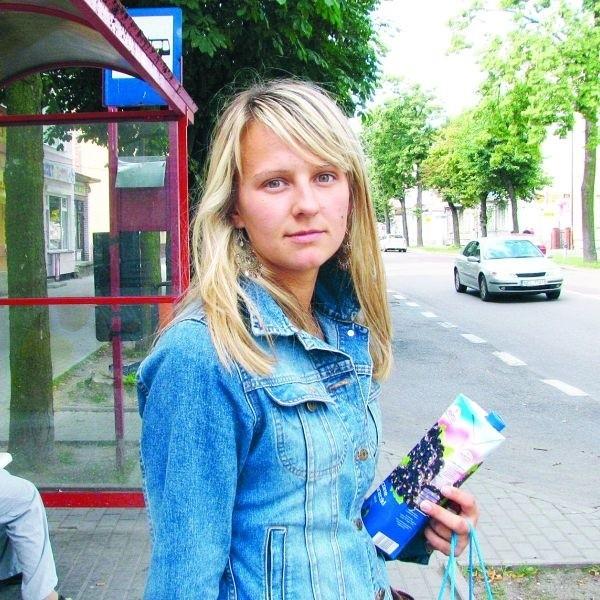 - Jeśli Warbus wycofa się z przejazdów po gminie, to będę musiała korzystać z usług PKS-u - mówi Marta Iwaszko z Chełch. - Jednak te autobusy jeżdżą bardzo rzadko.