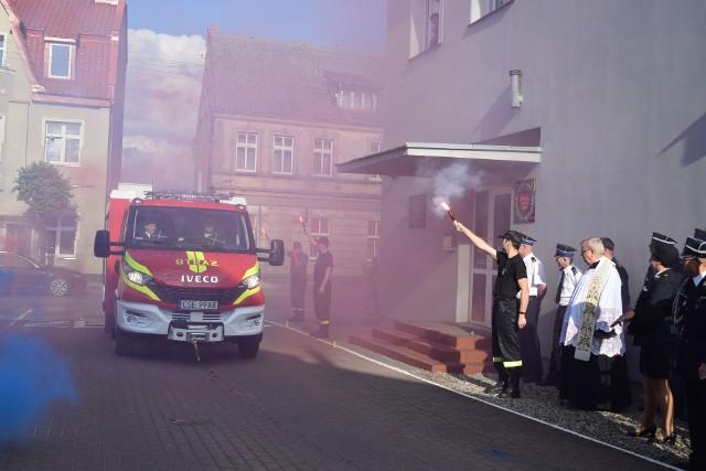 Strażacy OSP Sępólno hucznie powitali nowy wóz