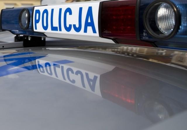 Policjanci zatrzymali mu prawo jazdy i zakazali dalszej jazdy.