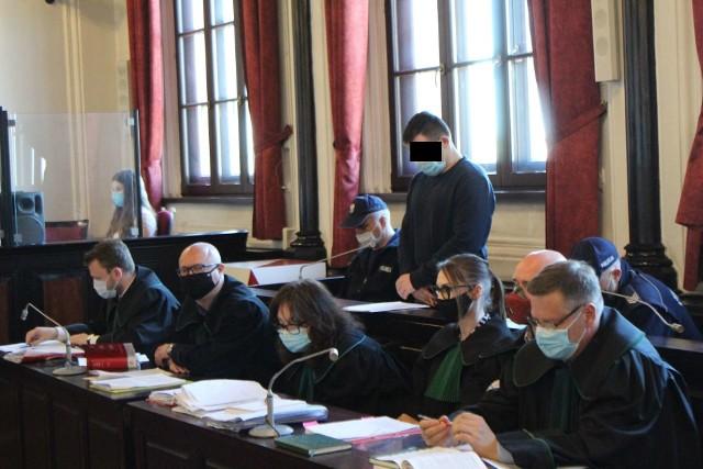 Oskarżony Krzysztof S. przyznał się przed Sądem Okręgowym w Bydgoszczy do winy, wyraził skruchę i przeprosił rodzinę zamordowanego Artura Ch. Prokurator zażądał  dla niego dożywotniego pozbawienia wolności. Wyrok ma zapaść 21 maja