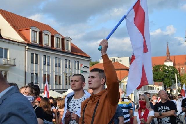 Dziś wielu młodych Białorusinów znalazło się w dramatycznej sytuacji. Część studentów za udział w protestach została relegowana ze swoich uczelni