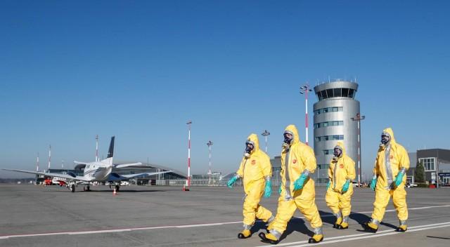 W październiku 2018 r. na lotnisku w Jasionce odbyły się ćwiczenia, których scenariusz zakładał zagrożenie epidemiologiczne. Nikt wtedy nie słyszał jeszcze o COVID-19.