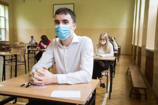 Egzaminy zawodowe podobnie jak ubiegłoroczna matura muszą być przeprowadzane w reżimie sanitarnym