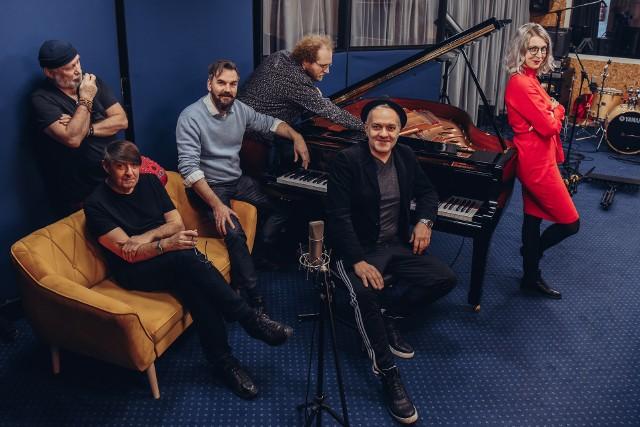 Trzon ekipy redakcyjnej krakowskiego radia interetowego Jazzkultura - drugi z prawej Maciej Trifonidis
