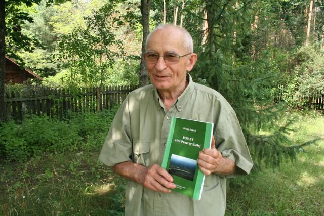 Prof. Benon Dymek ze swoją książką