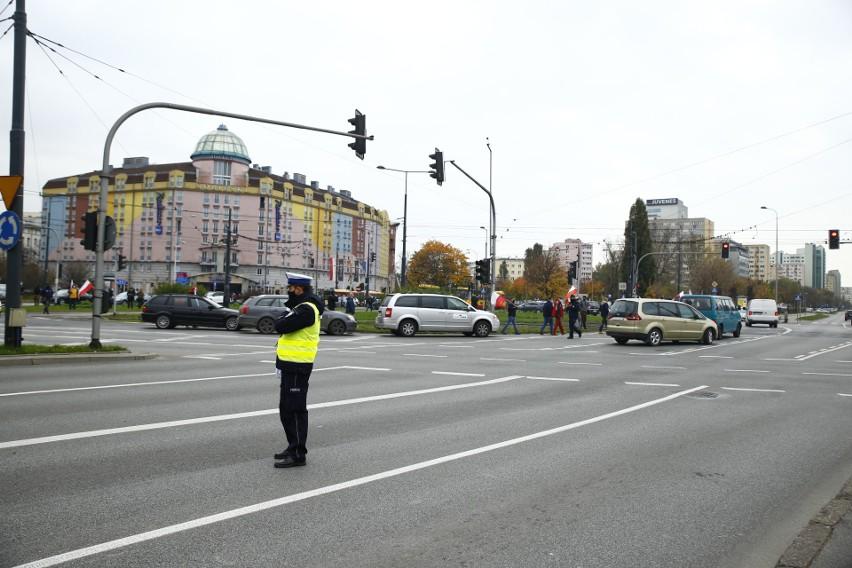 """Protest rolników, Warszawa 28.10 Kolejny protest przeciwko """"piątce dla zwierząt"""" na placu Zawiszy"""